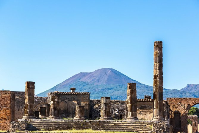 Pompeii and Mount Vesuvius Experience: Small group tour with tickets included