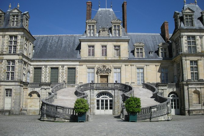 Chateau of Fontainebleau and Vaux le Vicomte 9 hours tour