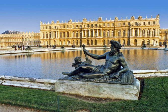 Palace of Versailles and Giverny 9-hour Tour From Paris