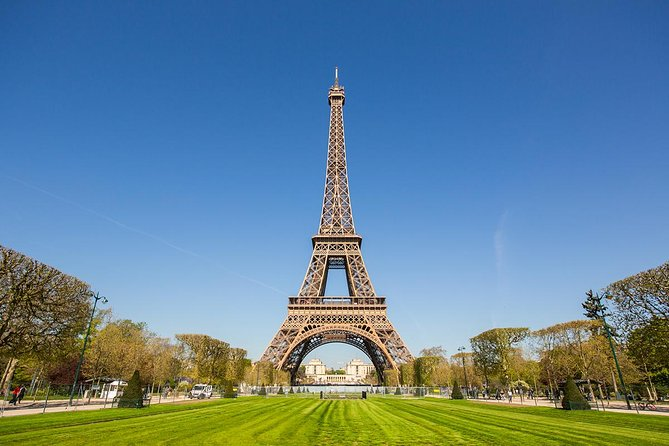 Skip the Line Ticket: Eiffel Tower Summit Priority Access with Host