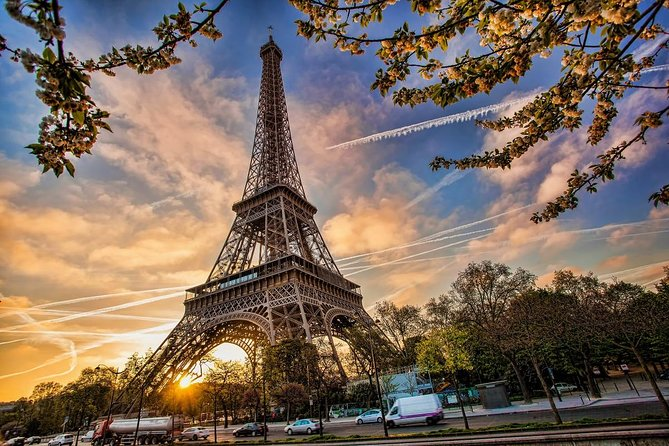Eiffel Tower Priority Access Ticket with Host