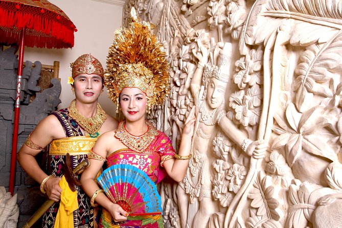 Pose in Balinese Traditional Costume (with Photo Session)