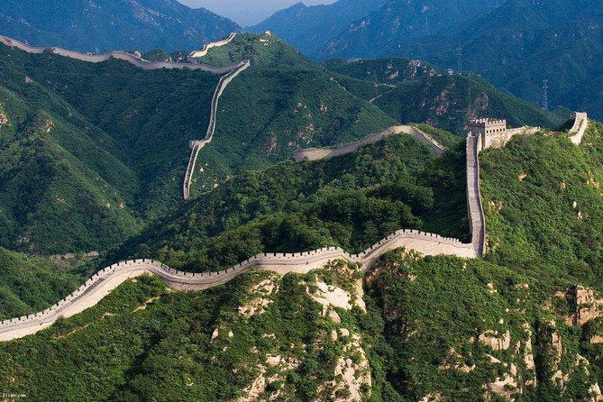 Small-Group Beijing Coach Day Tour: Badaling Great Wall and Jade Gallery Visit Including Lunch