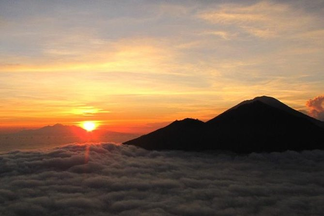 Sunrise in Bali: Mount Batur Hiking and Coffee Plantation Tour