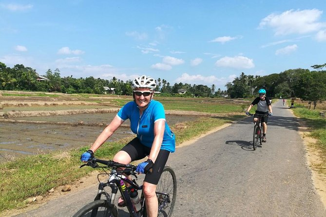 Village and Lagoon Cycling tour in Galle