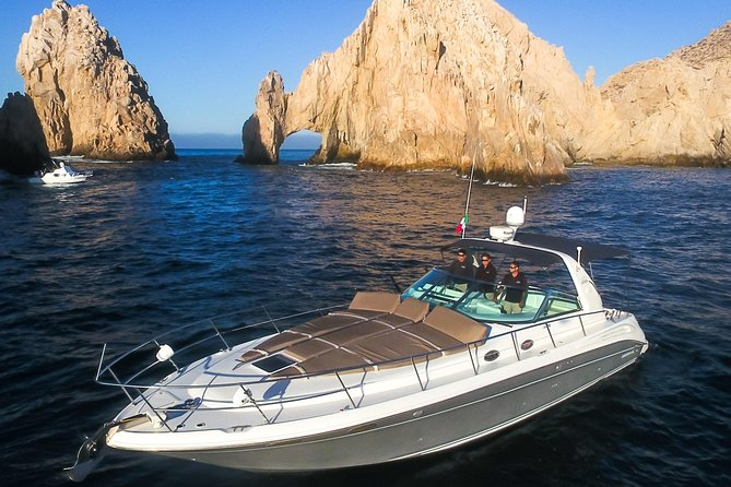Luxury 42 ft private yacht cruise in Los Cabos