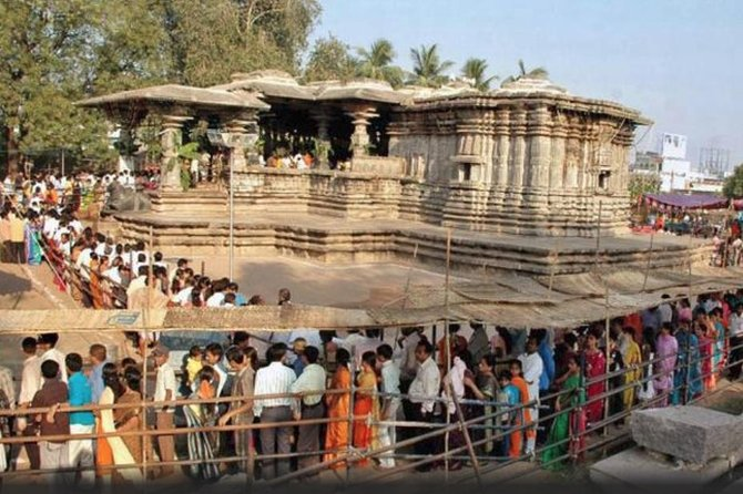 Tour to Warangal Fort and 1000 pillar temple with guide