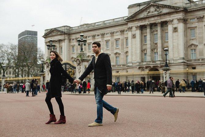 Photoshoot estilizado em torno do Palácio de Buckingham