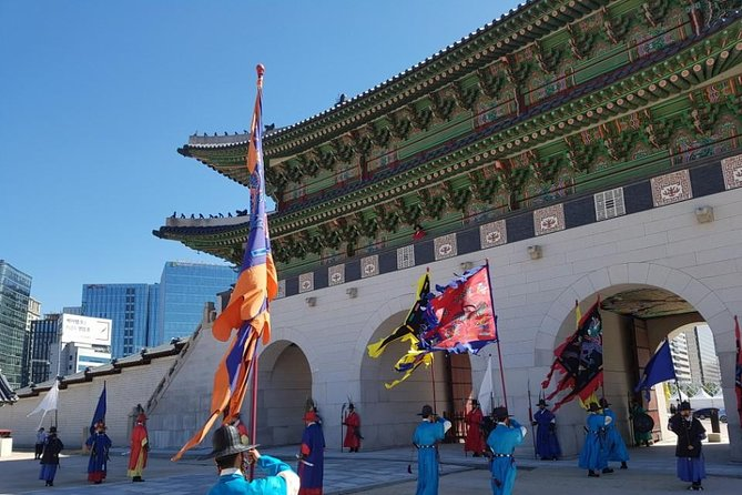 Morning Walking Tour: Gyeongbokgung Palace and Bukchon Hanok Village