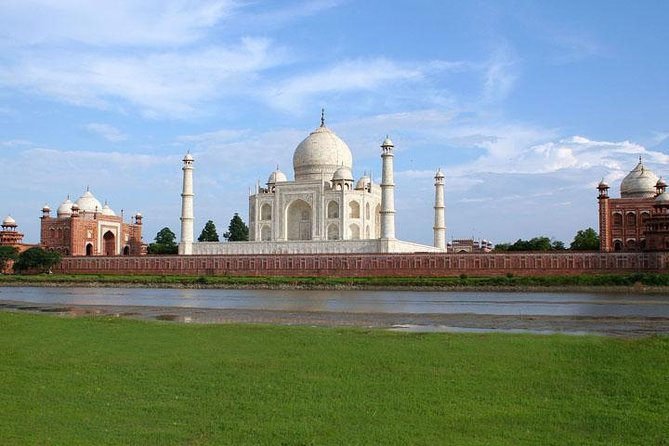 1-Day Trip to The Taj Mahal and Agra with Commercial Return Flights