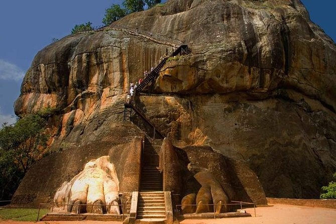 Private Colombo to Sigiriya Transfer with Sigiriya Rock Fortress and Dambulla