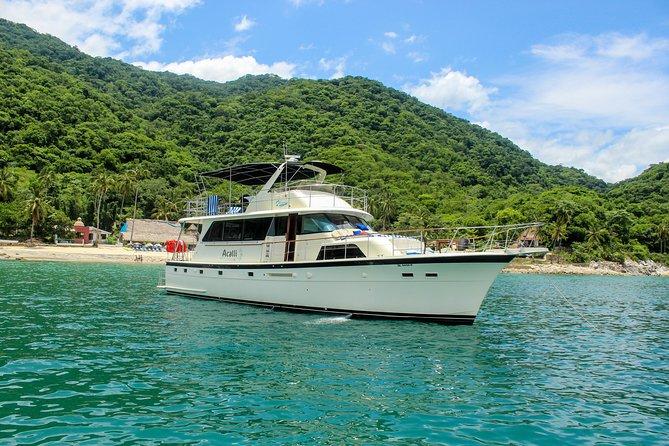 Hatteras 58 Luxury Yacht in Puerto & Nuevo Vallarta