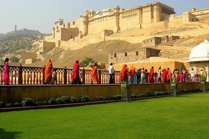 Guided Jaipur City Tour With Traditional Dinner With an Indian Family In AC Car