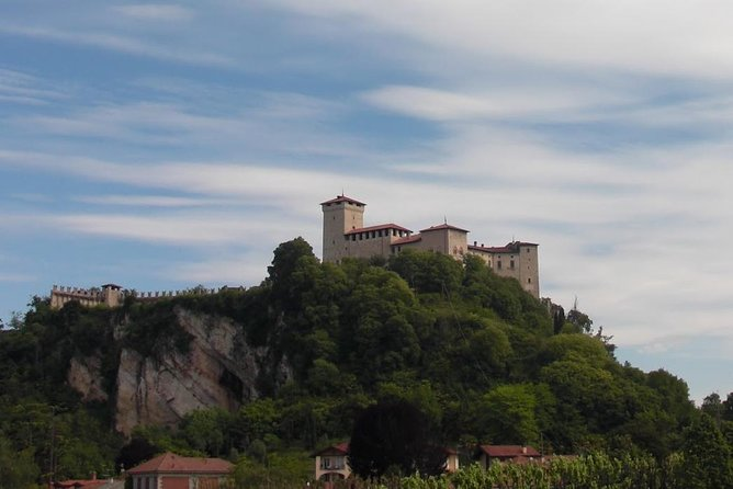 Private tour to the Angera castle, the dolls' museum from lake Maggiore and Orta