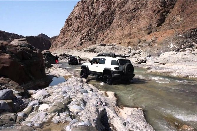 Wadi Al Abyadh ved 4x4 Full Day Private Tour fra Muscat