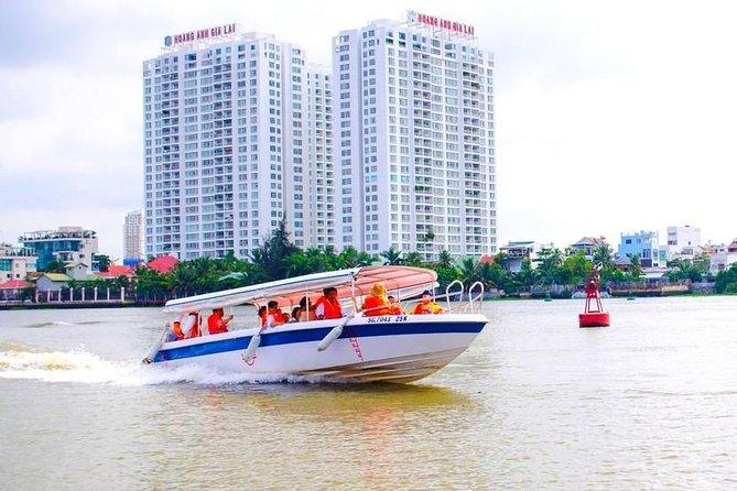 クー・チーネル、サイゴン川のスピードボート