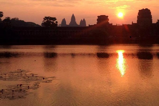 One day sunrise tour to Angkor Wat, Angkor Thom complex, Bayon, Taney ,Ta Prohm