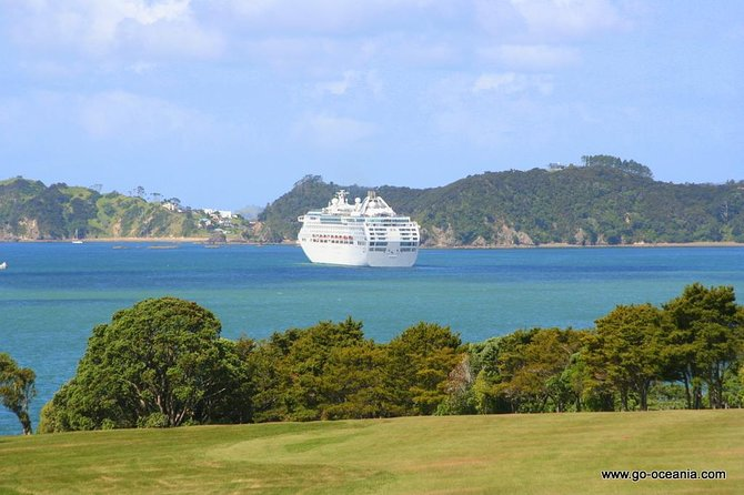 Private Shore Excursion: Bay of Islands Tour with Wine Tasting