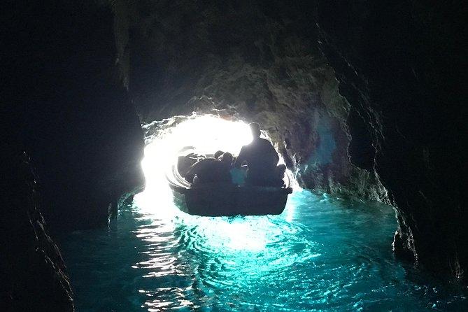 Visite privée de la Grotte bleue et de la Grotte verte en hors-bord au départ de Hvar