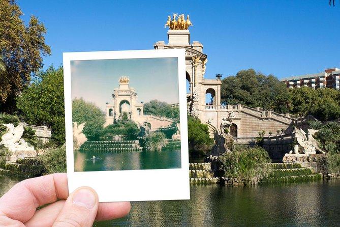Barcelona Vintage Photo Tour With a Polaroid Camera