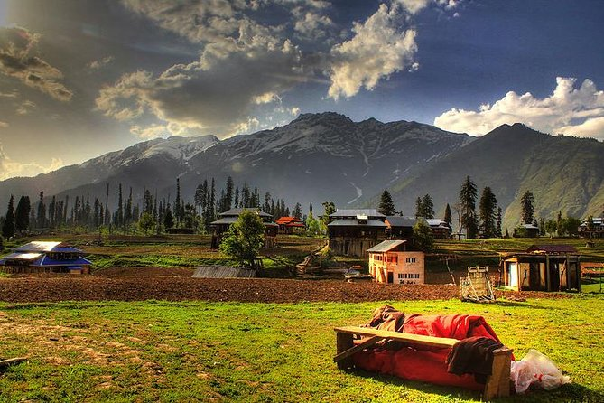 Kashmir Leisure Tour - 08 Nights and 09 Days on Private Basis