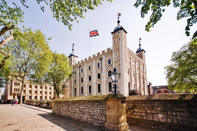 Easy Access Tower of London & Crown Jewels with Tower Bridge Tour
