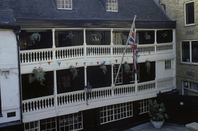 Private Historic London Pub Tour: Royalty and Writers