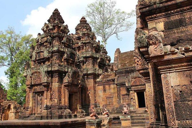 Phnom Kulen Waterfall & Banteay Srei Tour