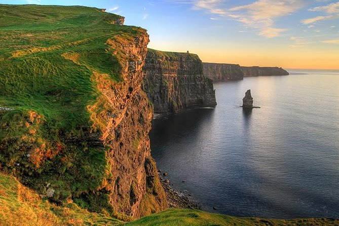 Cliffs of Moher and Burren Day Trip, Including Dunguaire Castle, Aillwee Cave, and Doolin from Galway