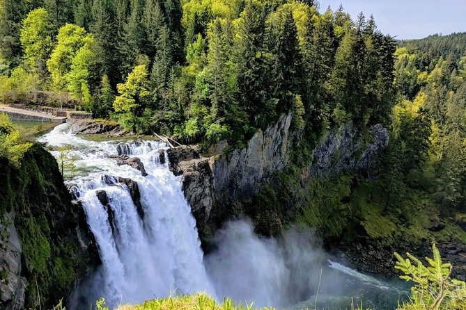 Seattle Wine and Waterfall Luxury Small-Group Day Tour with Lunch