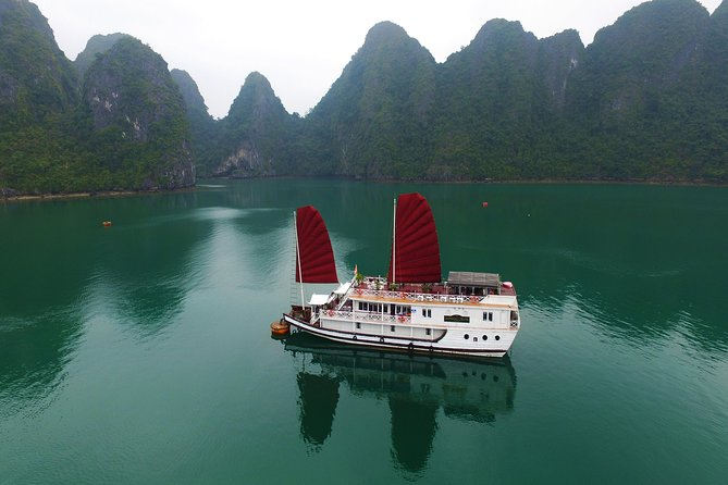 3 Days | Best of Hanoi - Halong Bay on boat and bungalow on private island