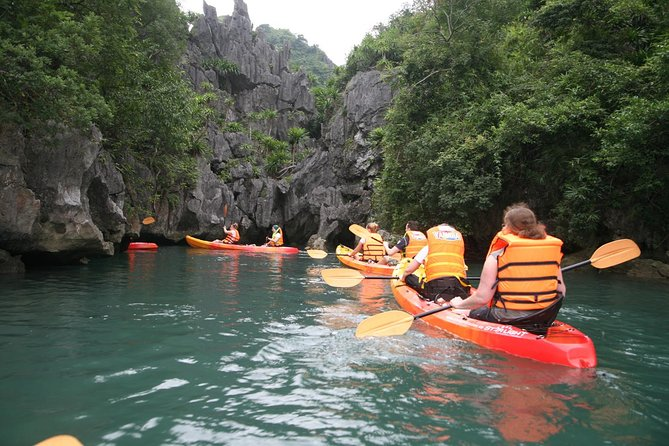 3-Day Cruise Relaxing and Kayaking on Halong Bay from Hanoi