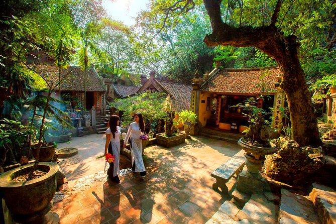 Private full-day tour: Hanoi-Thay pagoda-Tay Phuong pagoda-Van Phuc silk village