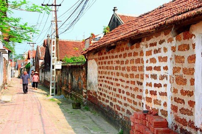 Private tour Duong lam ancient village-Van Phuc silk village full day