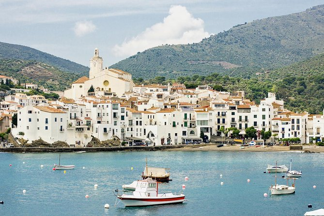 Private tour of Dali Museum in Figueras and Cadaques from Barcelona with pick up