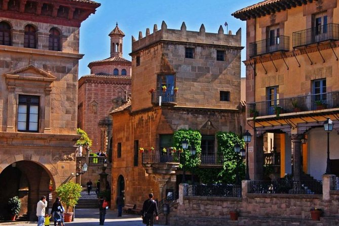 Poble Espanyol Private Tour in Barcelona with Pick up and Drop off