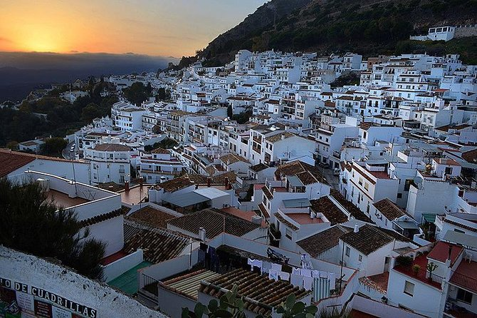Private 4-hour Tour to Mijas from Malaga Hotel pick up and drop off