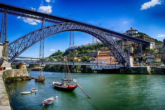 Private Private 3-hour walking tour of Porto with official tour guide