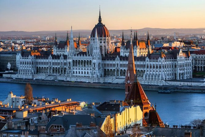 Private 4-hours City Tour of Budapest with private guide and Hotel Pick-up