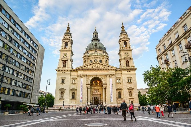 Private 4-hour Walking Tour of Budapest with official tour guide
