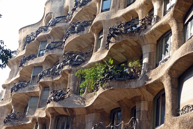 Private 4-hour Tour 'a la Carte' in Barcelona with private pick up and drop off