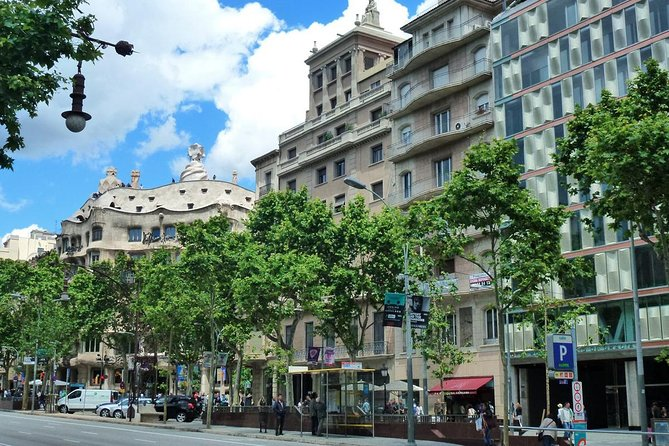 Private 4hour Tour of Barcelona with driver and official tour guide with pick up