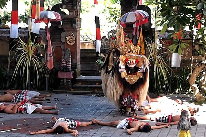 Balinese Private Tour to Enjoy Barong Dance, Ubud Art Village, and Volcano
