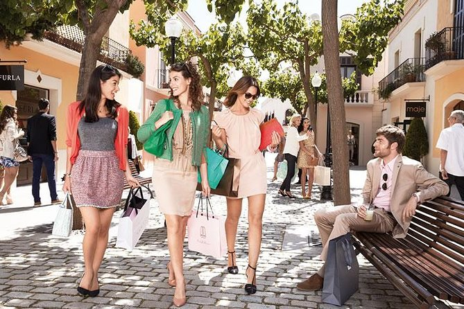 La Roca Village Shopping Private Tour från Barcelona