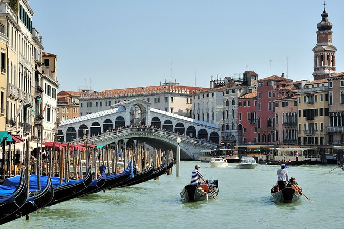 Venice: Private Serenade Gondola Tour - 30 minutes