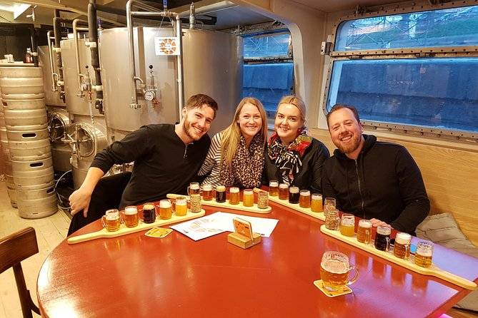 Praagse biertour met mini-brouwerijen met Tsjechische hapjes