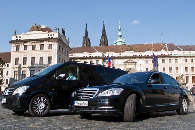 Private city transfer in Prague: Hotel - Restaurant or Theatre - Hotel