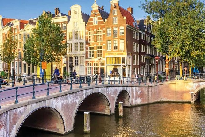 Recorrido a pie para grupos pequeños por el centro de Ámsterdam y el Barrio Rojo y visita a un coffee shop