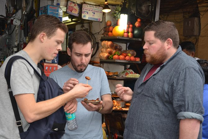 Half-Day Rickshaw Tour in Old Delhi with Street Food Tasting