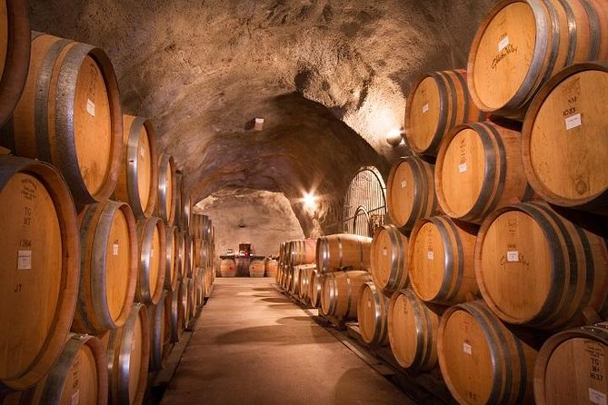 Valley of the Vines Lunch & Wine Tour with a Wine Cave Adult Tour